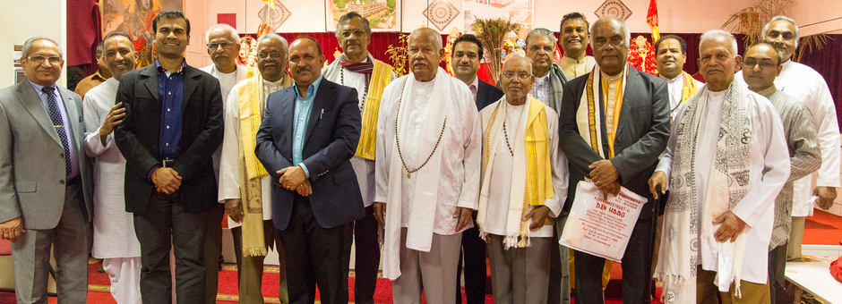 Mahasabha eert pandits van de oudere generatie