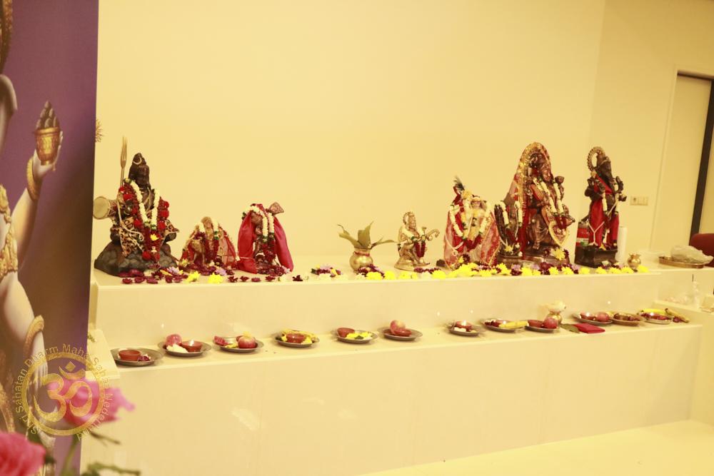 Mahasabha bezoekt de opening van de Shri Ganesh Mandir in Utrecht
