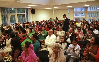Mahasabha aanwezig bij de opening van de Shri Ganesh Mandir in Utrecht, De Meern